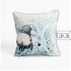 """Dekoratyvinė pagalvėlė """"Varnos kailinukai"""""""