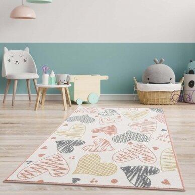 """Stačiakampis kilimas vaikų kambariui """"Širdutės"""""""